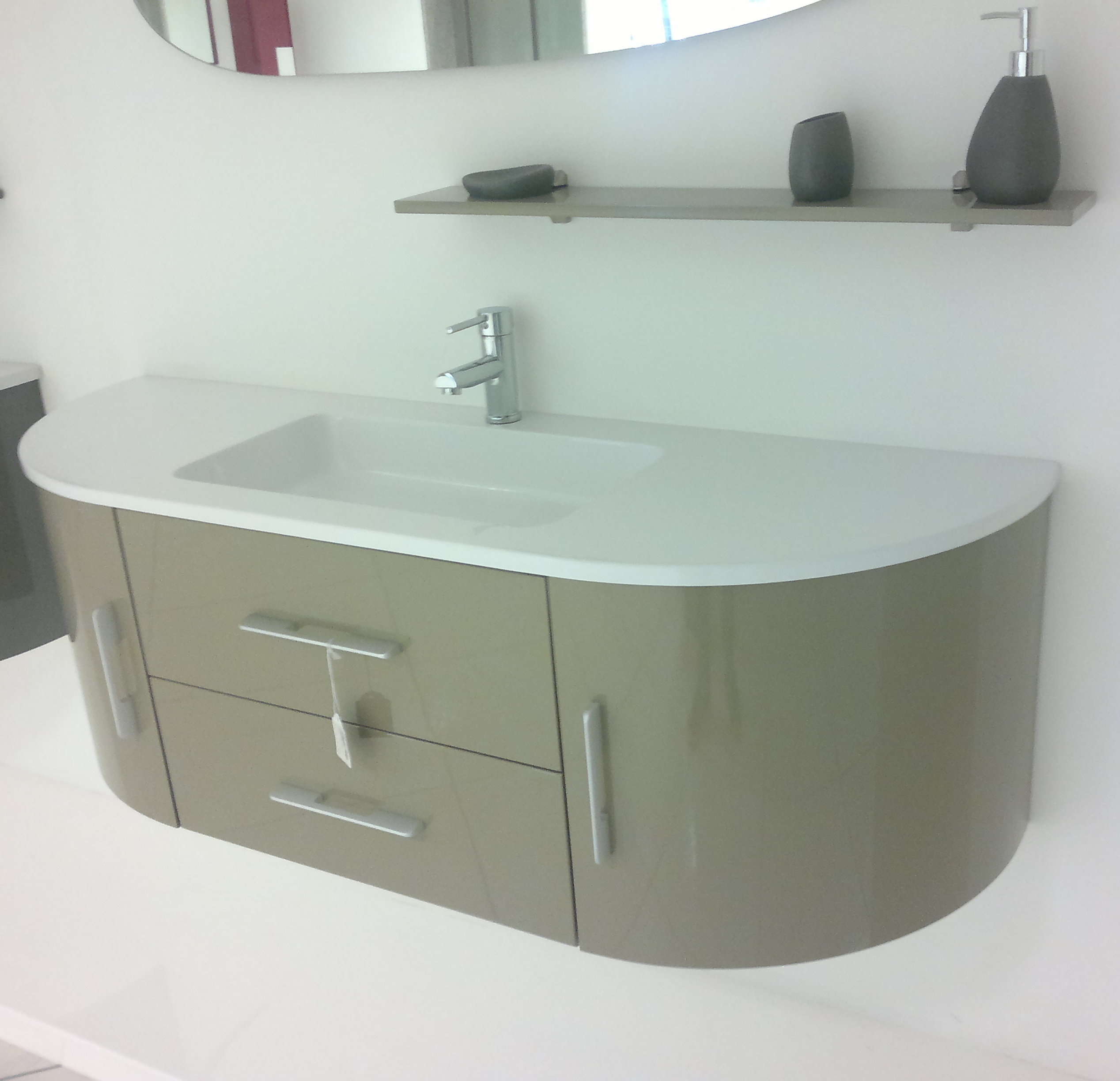 https://www.arredobagnoitalia.com/images/stories/virtuemart/product/arredo_bagno_red_primaria.jpg